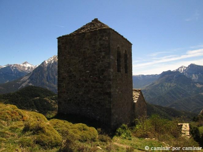 La ermita de Fajanillas en posición dominante
