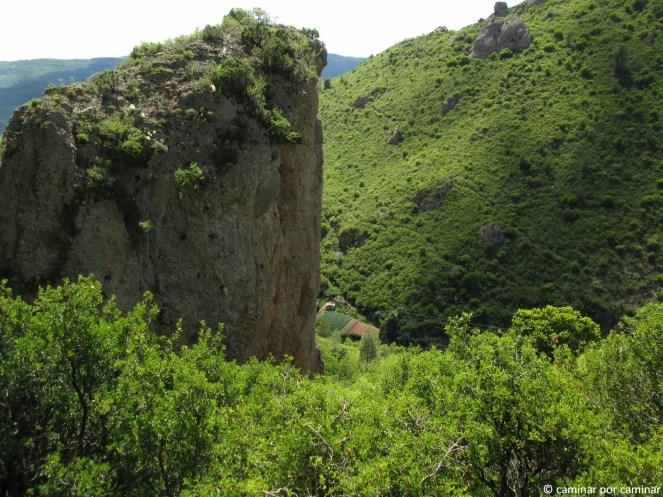 El barranco de la Rabosera discurre muy por debajo del sendero
