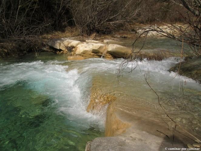 Agua cristalina del barranco A Glera por la Insola