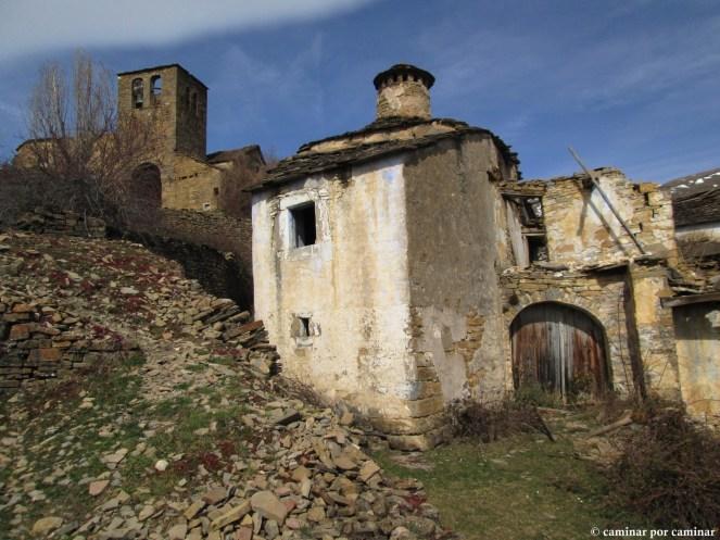 Casa Ferrer e iglesia de San Julián en segundo plano