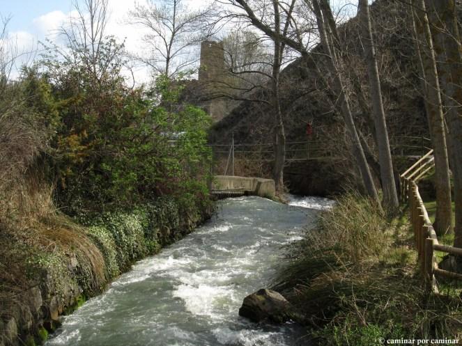 El recién nacido Queiles y el castillo de Vozmediano como escolta