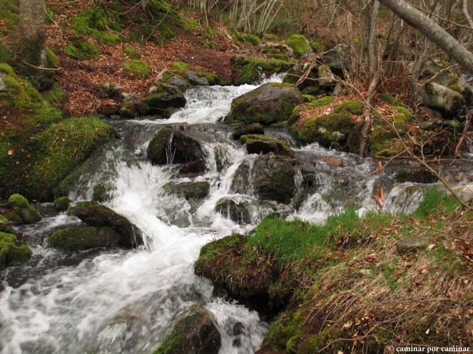 La belleza del deshielo en el barranco de Agramonte