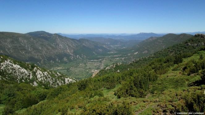 Inmensa panorámica del valle de la Garona desde el collado previo a la cima