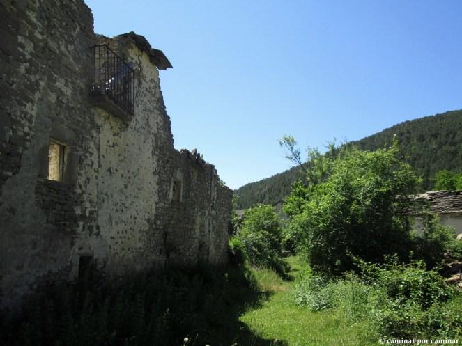 Vista hacia el sur con la fachada oeste de casa Liborio