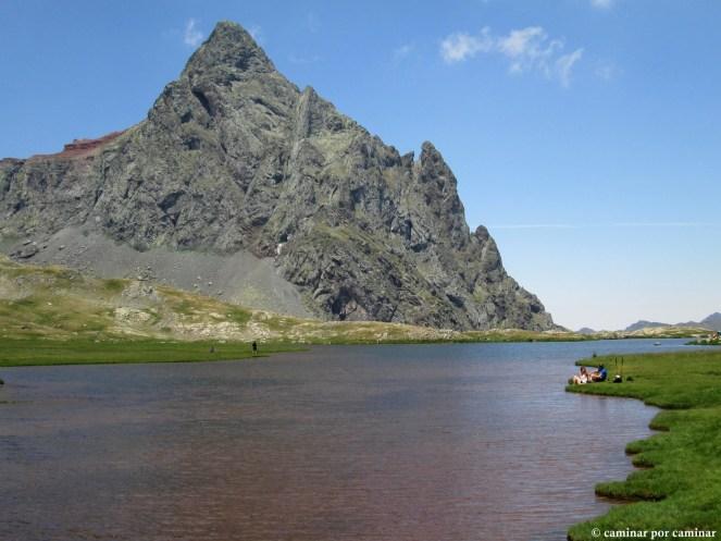 Pico Anayet, una pirámide volcánica casi perfecta