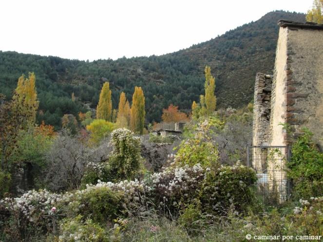 Vista del pueblo desde la iglesia de San Miguel de Ainielle
