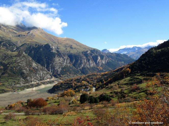 El valle se abre y el Pantano de Lanuza bajo mínimos