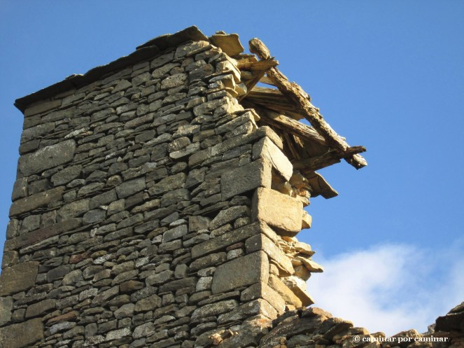 Detalle de las piedras malabaristas de la torre