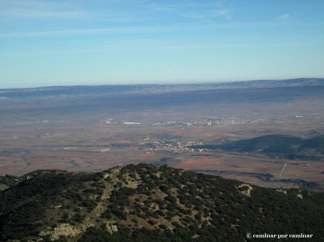 Vista despejada hacia Aguarón y Cariñena