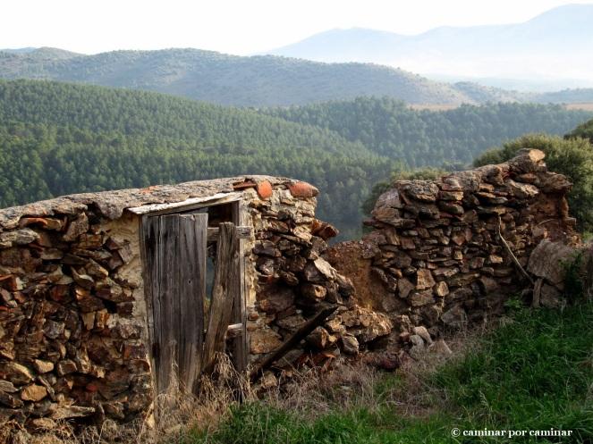 Piedras que aún aguantan en las parideras de Valdegarcía