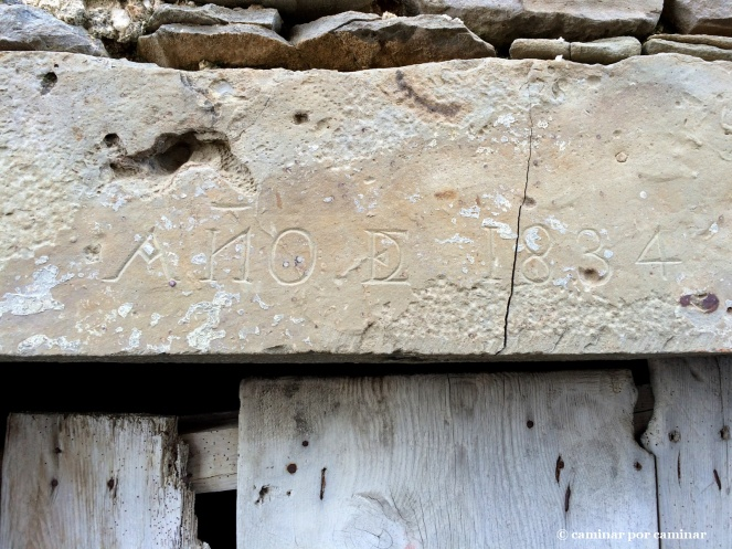 Dintel labrado con la fecha 1834 en el Mesón Nuevo
