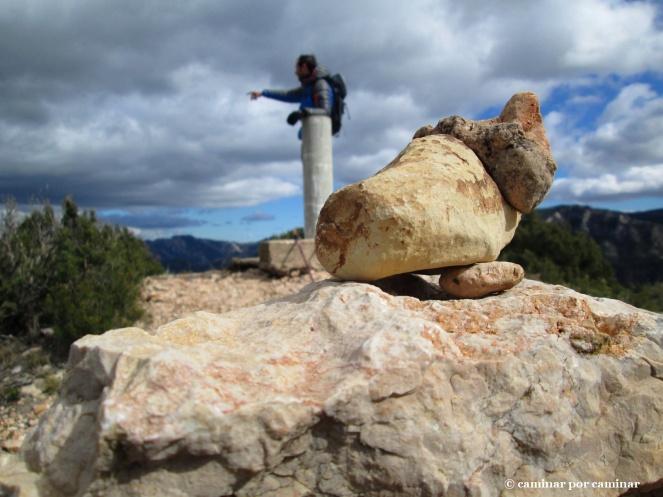 Ensimismado con las vistas y acobardado por el viento