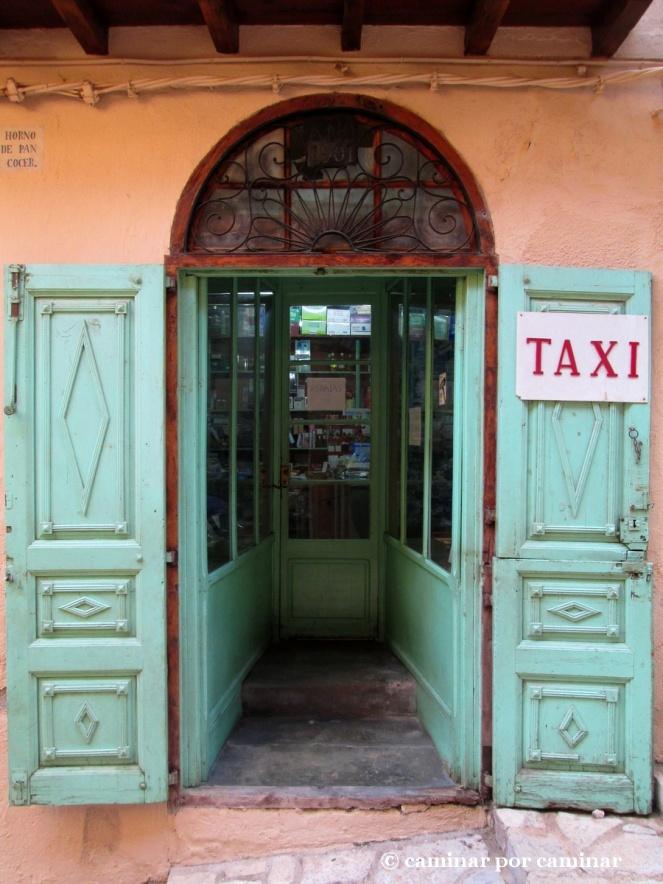 Comercio fechado en 1901. Puertas que hablan. Modernismo en estado puro