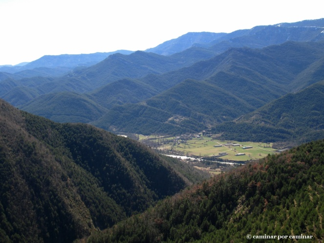 El tajo abierto por el barranco de Santiago y Ligüerre de Ara en el llano
