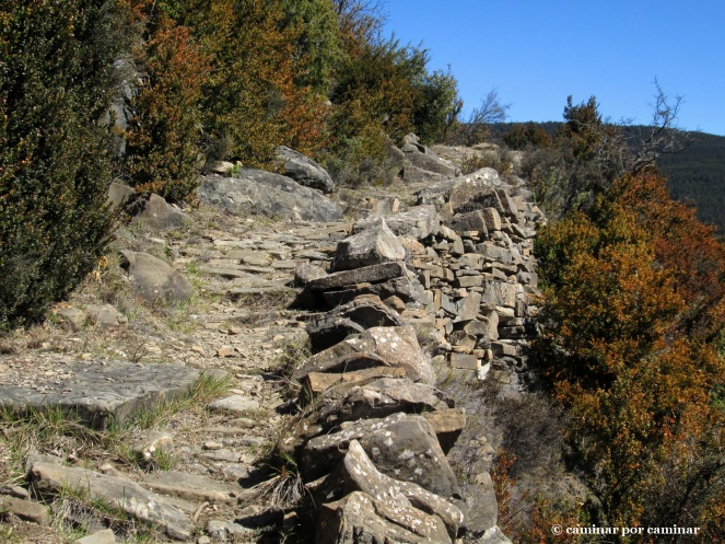 Sorprendentes adaptación del sendero para salvar el desnivel