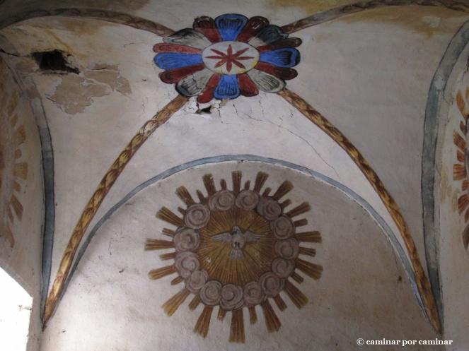 Pinturas decorativas en el interior de la iglesia