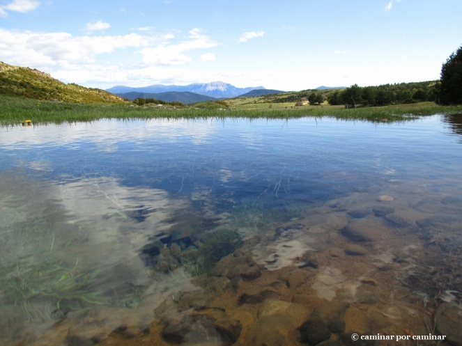 Origen del Barranco de Santa Orosia con Guara al fondo ¡Agua a raudales!