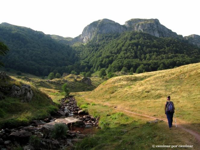 El arroyo de Espélunguère acompaña nuestros primeros pasos