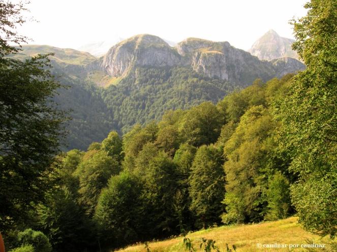 Las montañas comienzan a adueñarse de los horizontes