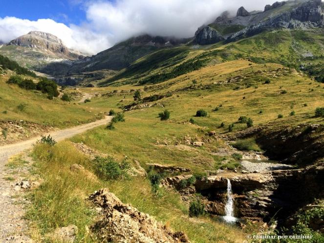 Entrada al valle con el barranco de Igüer que nos da la bienvenida