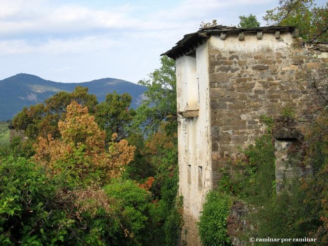 Recios muros mirando hacia el barranco