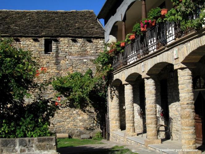 Detalle de casa Ballarín con borda anexa