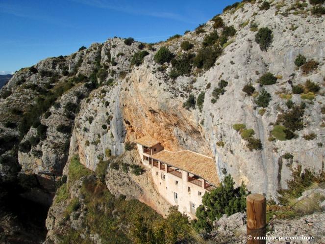 La casa del santero incrustada en la roca